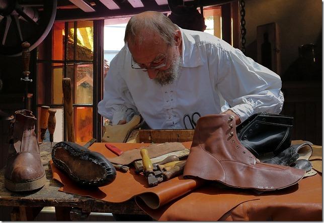 shoemaker-852994_640